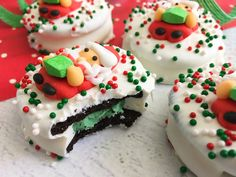 These festive Santa Oreo Christmas Cookies are SUPER EASY! They're a no bake cookie that kids love to help with - perfect for a cookie exchange party. Cute Christmas Cookies, Easy Christmas Cookie Recipes, Christmas Desserts, Christmas Baking, Christmas Treats, Santa Christmas, Holiday Cookies, Holiday Baking, Xmas