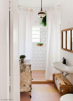 38-decoracao-banheiro-vintage-cortina-azulejo