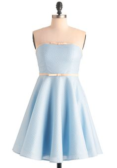 Wish I had worn this for my high-school graduation. Since I can't turn back time... I might wear this with a shrug or cardigan with simple gold jewelry to a wedding. It might even be appropriate for a tea-party!
