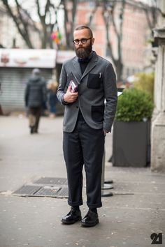 I am really liking this whole monochromatic look that men are currently pulling out. It not only discreet and sophisticated but very classic.  The turn up on the pant vs the size of the shoe is perfect. Great proportions here!