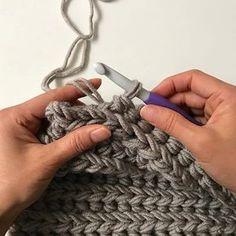 Dit is een toffe steek! Heerlijk weekendproject, eindresultaat volgt snel. #stylecraft #stylecraftweekender #xlhaken#chunkycrochet#cloveramour#haken#crochet#echtstudio #hakendoejebijechtstudio