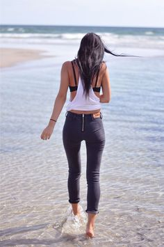 Tank top and skinny jeans