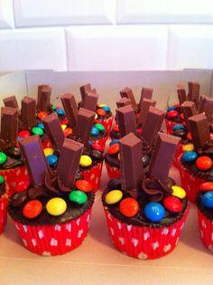 Traktatie voor op school! Met KitKat! Ook geschikt voor een kinderfeestje! Deze kun je bestellen op Twinkelotje Taartspulletjes & Zo. €1,75 per stuk.