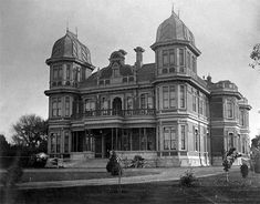 Photograph - McLeans Mansion, 387 Manchester Street, Christchurch [ca. Victorian Photos, Victorian Houses, Vintage Photos, Manchester Street, Homes England, American Mansions, Liberal Government, Christchurch New Zealand, City Library