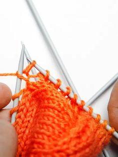 Villasukan kantapää – kolme ohjetta | Yhteishyvä Crochet Socks, Merino Wool Blanket, Fingerless Gloves, Arm Warmers, Knitting, Crocheting, Villa, Slippers, Fashion