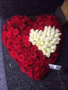 Een hart op een hart, symbolisch Bloemwerk. Met liefde gemaakt