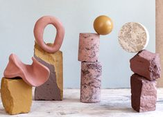 Malou Palmquist 'fundamental laws of nature' Called Balanced Collapse, the sculptures juxtapose amorphous shapes made of clay with wooden bases and geometric stone plaster forms, which appear to balance weightlessly in mid-air. Conceptual Art, Land Art, Sculpture Art, Stone Sculptures, Ceramic Art, Contemporary Art, Arts And Crafts, Pottery, Abstract