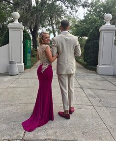 Cute poses for prom! Homecoming Poses, Homecoming Pictures, Prom Photos, Senior Prom, Homecoming Dresses, Prom Pics, Grad Pictures, Prom Pictures Couples, Prom Couples