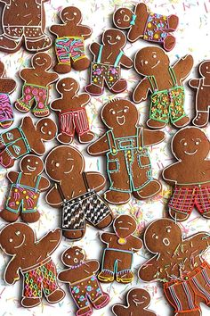 I am winding down my crazy holiday cookie decorating season by keeping it simple with these gingerbread people in Festive Fancy Pants! If you're busy or just not inclined to make a bunch of colors lik