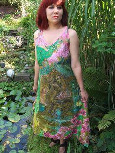 10 % SALE Handgemalt grün und Rosa Seidenkleid Motiv von aminamarei