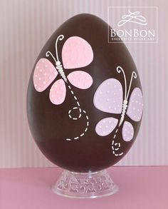 butterfly easter egg - Cake by bonbonsugarart - pascuas ideas Easter Egg Cake, Easter Cupcakes, Easter Candy, Easter Cookies, Easter Treats, Fondant, Easter Egg Designs, Easter Chocolate, Organic Chocolate