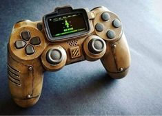 Wasteland Dual Shock 4 Ideas of Wasteland Dual Shock 4 - Playstation - Ideas of Playstation Fallout Props, Fallout Game, Fallout Facts, Ps4 Controller Custom, Game Controller, Cool Ps4 Controllers, Video Game Rooms, Video Games, Manette Ps3