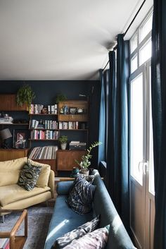 Over the years I've really become a fan of dark blue colours, it gives so much warmth to a home. This apartment in Antwerp is almost entirely blue and it's absolutely stunning. The owner carefully pla