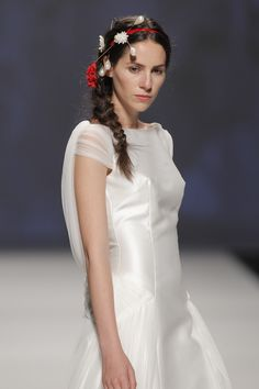Victorio & Lucchino  #BarcelonaBridalWeek 2014 runway. Desfile de Victorio & Lucchino  en la #BarcelonaBridalWeek 2014 #Bride #Barcelona #Bridal #Fashion http://www.barcelonabridalweek.com/en/