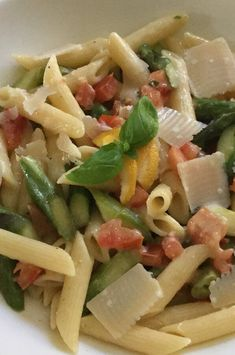 "Pasta with Asparagus and Lemon Sauce | ""A quick midweek vegetarian pasta dish with asparagus and a creamy lemon sauce. I always use organic lemons whenever I use the zest."" #pasta #pastarecipes #pastainspiration #pastadinner #pastaideas #pastadinner #pastaideas Healthy Meal Prep, Healthy Breakfast Recipes, Healthy Recipes, Asparagus Pasta, How To Cook Asparagus, Pasta Recipes, Chicken Recipes, Cooking Recipes, Vegetarian Pasta Dishes"