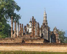 2015 Photograph, Wat Mahathat, Sukhothai Historical Park, Mueang Kao, Mueang Sukhothai, Sukhothai, Thailand, © 2015.  ภาพถ่าย ๒๕๕๘ วัดมหาธาตุ พระอุโบสถ อุทยานประวัติศาสตร์สุโขทัย เมืองเก่า เมืองสุโขทัย จังหวัดสุโขทัย ประเทศไทย