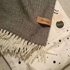Kjekt å ha egen butikken når jeg trenger noe nytt Gutterommet får sengetøy fra @oyoylivingdesign og pledd fra @metteditmer.  Dinevakreting.no  #sengetøy #pledd #oyoy #oyoylivingdesign #metteditmer #danskdesign #kvalitet #gutterom #oppussing #interiørdetaljer #interiordetails #interiordecoration #tekstil #skandinaviskehjem #nordiskahem #nordiskehjem