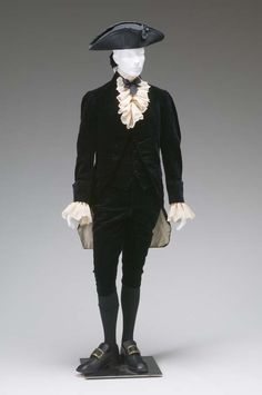 GENTLEMAN'S THREE-PIECE FORMAL SUIT WITH ATTACHED WIG BAG AND LACE CUFFS (COAT, WAISTCOAT, BREECHES)  CIRCA 1780