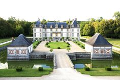 14. Château de Bourron, France  Complete with a moat and ornate period pieces, Château de Bourron is steeped in history and surrounded by stunningly pristine gardens fit for a fairytale.