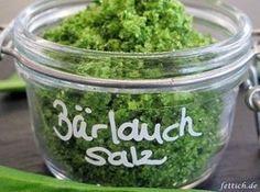 Bärlauchsalz -paleo/lowcarb- Rezept  - Gesund Abnehmen! Low carb, wenig Kohlenhydrate und viel Fett! Den Bärlauch waschen und trocken schleudern. Oder zwischen 2 Handtüchern trocken tupfen. In Stücke schneiden und mit dem Salz im Mixer zu einer Paste pürieren.  Die Paste auf einem Bachblech (mit Backmatte oder Backpapier) verteilen. Im Ofen bei 50 Grad Umluft etwa 1 Stunde trocknen. Dabei einen Holzlöffel in die Ofentüre klemmen, damit die Feuchtigkeit entweichen kann. Größere Mengen ben...