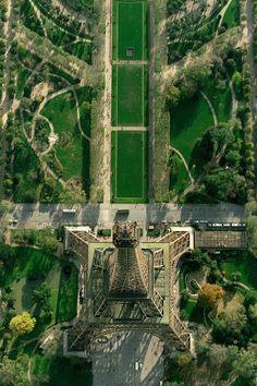 de Eiffeltoren vanuit vogelperspectief