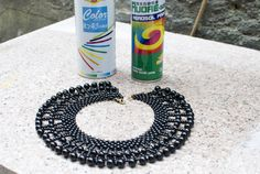 spray paint a collar necklace