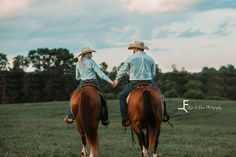 Country Couple Pictures, Cute Country Couples, Country Engagement Pictures, Pictures With Horses, Cute Family Photos, Engagement Photo Poses, Cute Couple Pictures, Cute Couples Goals, Horse Photos