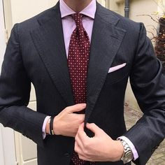 Viola Milano Total Look ➡️ Shades of Pink & Burgundy combined with a classic Bespoke suit in Grey wool/silk mixture fabric from @hollandandsherrysavilerow ----------------------------------- Shop online at www.violamilano.com  #violamilano #handmade #madeinitaly #luxury #tailoring #style #menswear #details #silk #naples