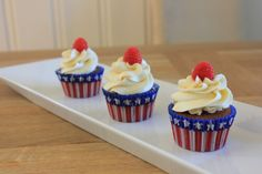 Vanilje og bringebærcupcakes – Let's Bake
