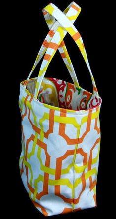 FRIDAY SPOTLIGTH - The Chicago Bucket bag and matching cosmetic bag. Today only $40.00. Free Shipping always.