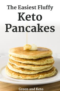 Keto pancakes that are actually light, fluffy, and delicious! A healthy keto breakfast idea when you're tired of eggs and bacon! Quick and easy recipe. Keto Breakfast Muffins, Keto Breakfast Smoothie, Keto Pancakes, Pancakes Cinnamon, Pancakes Easy, Breakfast Pizza, Breakfast Recipes, Vaping, Eggs Low Carb
