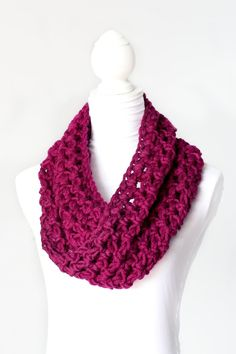 Chunky Crochet Cowl. Make this with the skein of chunky yarn I have. Need to make sure I have right size crochet hook.
