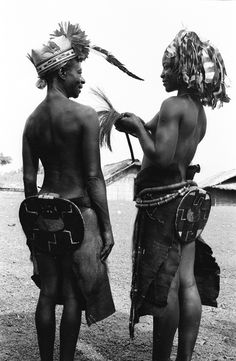 Mangbetu women's clothing, Medje village, Congo (Democratic Republic). Photo by Eliot Elisofon, ca. 1970.