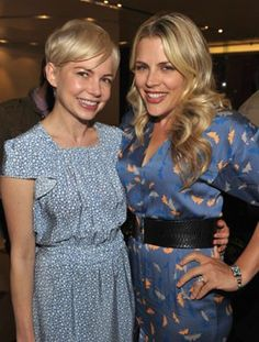 Busy Philipps and Michelle Williams at event of Blue Valentine