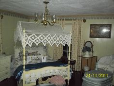 MY BEDROOM AT JOYCE'S THAT I SHARE WITH THE GHOST