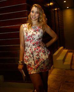 Camille Leite lacrou de vestidinho estampado na festa de encerramento das gravações de Malhação  ♥