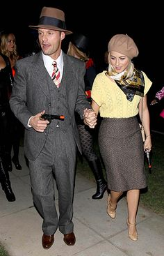 Celebs' 2012 Halloween Costumes: Julianne Hough and Ryan Seacrest as Bonnie and Clyde Bonnie And Clyde Halloween Costume, Halloween Mode, Celebrity Halloween Costumes, Holiday Costumes, Halloween Costumes For Teens, Halloween Looks, Halloween Fashion, Halloween Dress, Couple Halloween