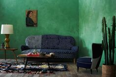 The green walls give this living room a fresh touch - green sofa living room colour schemes Living Room Green, Green Rooms, Room Color Schemes, Room Colors, Green Painted Walls, Green Walls, Gold Walls, Paint Your House, Wall Paint Colors