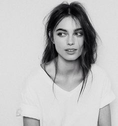 Image discovered by Rachel Green. Find images and videos about girl, hair and beauty on We Heart It - the app to get lost in what you love. Pretty People, Beautiful People, Beautiful Images, Model Foto, Portrait Inspiration, Character Inspiration, Looks Style, Female Portrait, Messy Hairstyles