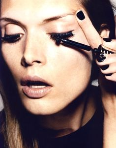FOR INCREDIBLY LUSH, CLUMP-FREE LASHES, THE TRICK IS ALL IN THE LAYERING!Here's the DIY guide...