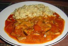 Houbový guláš s dušenou těstovinovou rýží