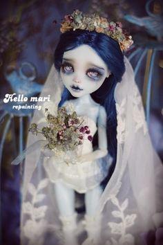#OOAK #MonsterHigh #DollRepaint #HelloMariRepaint 팀버튼의 유령신부를 나이들어 다시보니 에밀리가 어찌나 불쌍하던지, 엔딩보고 포풍오열했어여..ㅠㅠ며칠...
