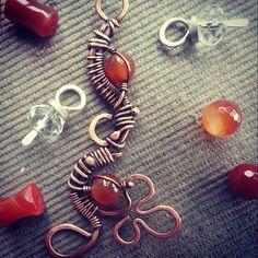#pendantstone #pendant #wirewrapped #workshop #wirewrap #jewerly #WireGalaxy #carnelian #copper #wirework