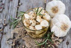 Yüzyıllardır dünya sofralarının vazgeçilmez yiyeceği ve en yaygın kullanılan şifalı bitkisi sarımsak, doğal bir antibiyotiktir.
