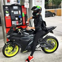 Biker girl on Yamaha R125