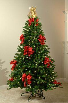 luces y lazos rojos para decorar el árbol de navidad