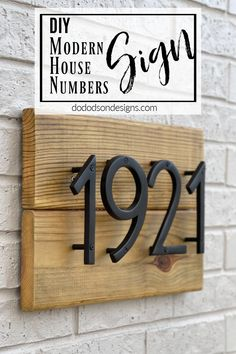 Be the envy of your neighborhood with this easy DIY modern house numbers wood sign or plaque. The floating numbers are a winning addition to any home exterior and will give that extra curb appeal. Cool Diy Projects, Home Projects, Project Ideas, Coastal Decor, Diy Home Decor, House Numbers, Diy Accessories, Porch Ideas, Diy Stuff