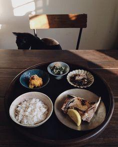 夕食鰤の塩焼き壬生菜と鰹節の卵とじ南瓜煮のクリームチーズ和え母が捌いた鰤はいつも大きくて食べ応えがある南瓜煮と壬生菜も実家のおかずありがたやー by saki.52