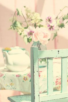 Florals + Pastels, so quaint and #vintage. | flickr.com Photo from Maria Starzyk