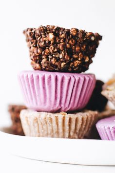 Easy healthy no-bake snacking 3 yummy ways! Grain-free banana bread bites with cinnamon and chunky walnuts. Crunchy dark chocolate cups with seeds and spirulina. Or creamy vegan blueberry lemon frozen yogurt bites. Pick one or try all three!